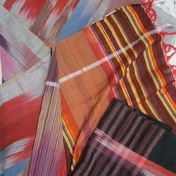 Veving og produksjon av silke