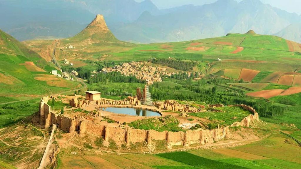 Il Castello di Takht-e Soleiman