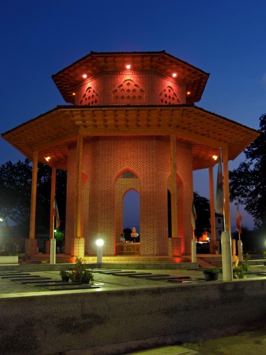 Գիլան - Միրզա Քոչակ Խան-Է Ջանջալիի դամբարանը