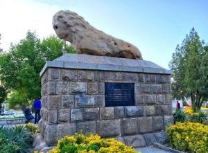 Камъкният лъв