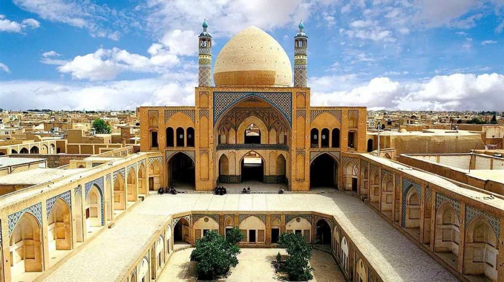 La Moschea Di Agha Bozorg