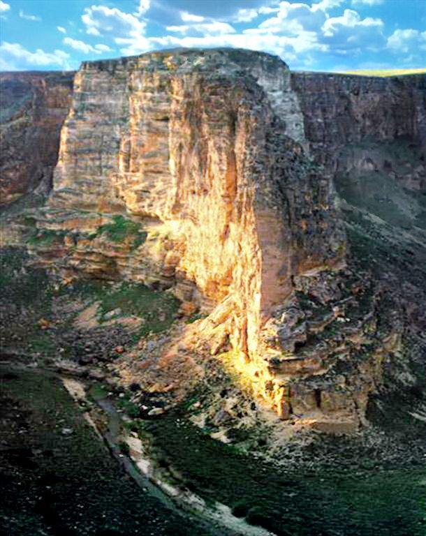 Kurdestan-Il Castello Antico Di Qamcheqay