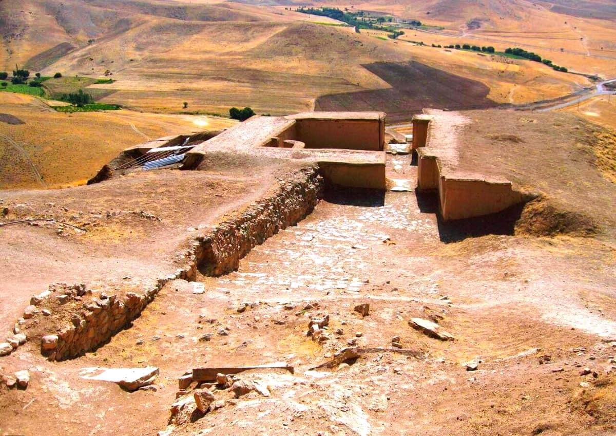 Kurdestan - The Ancient Castle of Ziviye