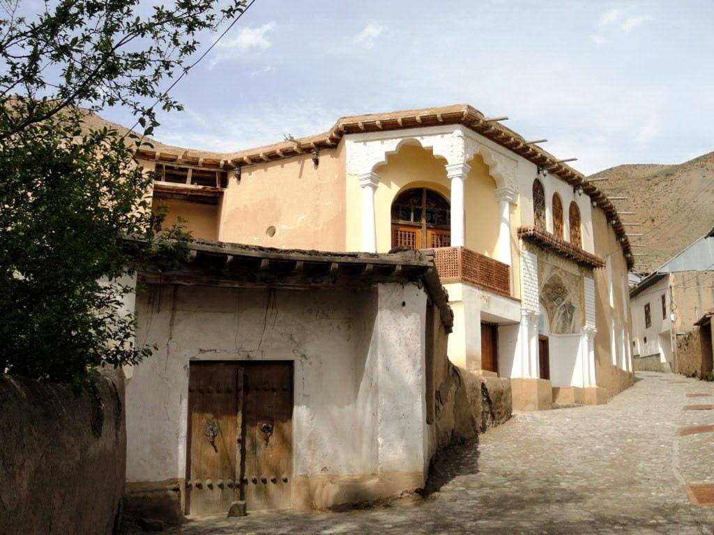 नीमा युसिज का घर