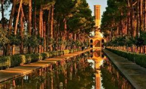 Persian garden of Dowlat abad