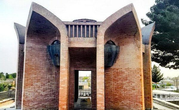 Il Mausoleo di Ebn-e Yamin Forumadi