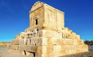 Il Mausoleo Di Ciro Il Grande