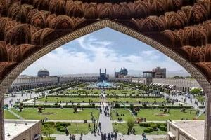 et travelogues Esfahan in brevi fabulis, et Alessia Bellan