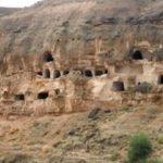 ऐतिहासिक चेहल खान गुफा