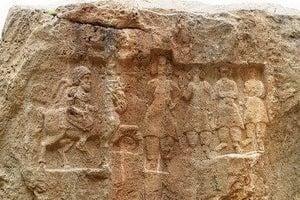 Кам'яні рельєфи Хунаг Аждар
