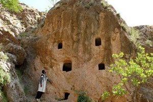 Le Tombe di pietra (le Pietre dei Zoroastriani)