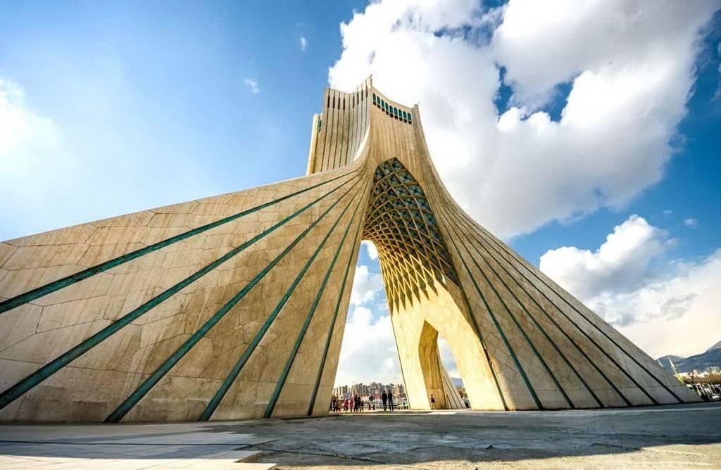 Tahran-Azadi Kulesi ve müze