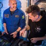 فضانورد ایتالیایی از مدار زمین  موسیقی اجرا می کند
