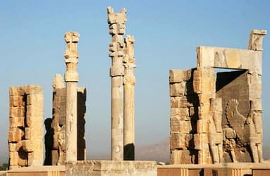 Restorers without a Frontier in Iran to restore Persepolis