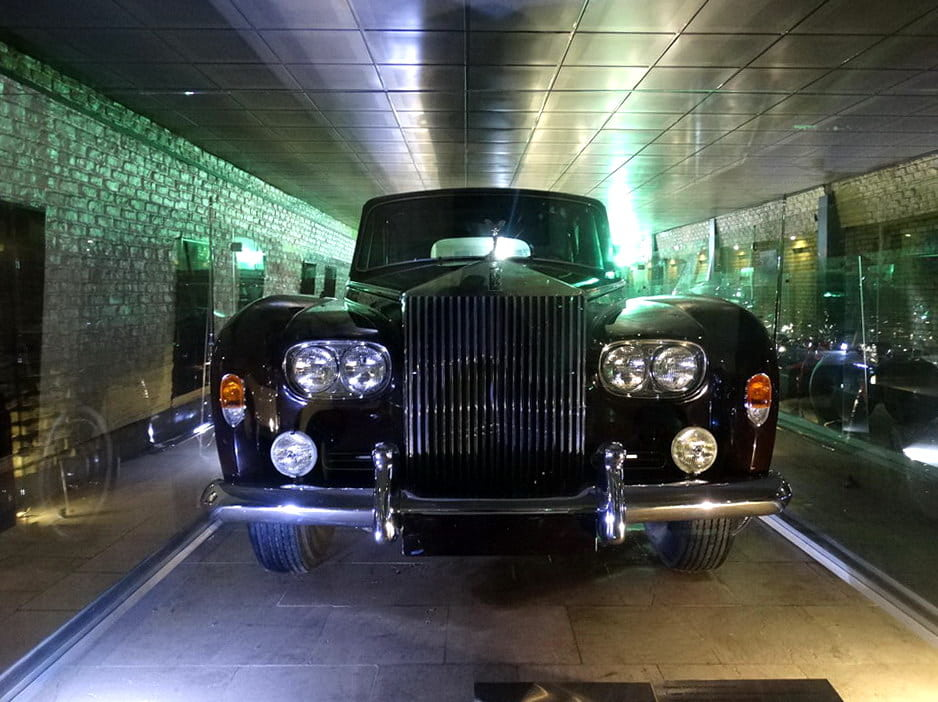 Teheran - Muzeu i veturave private të pallatit Niavaran