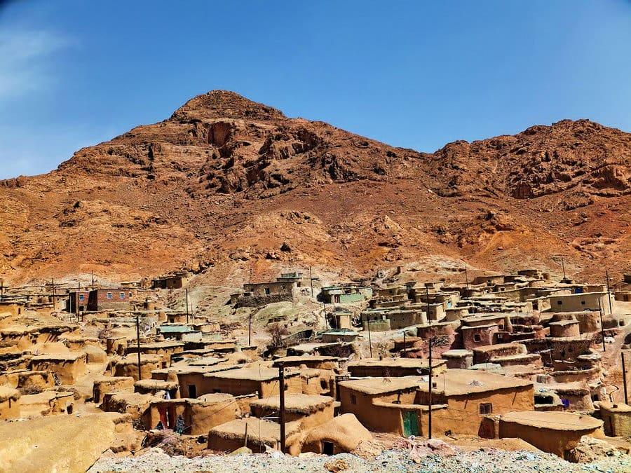 मखुनिक गाँव