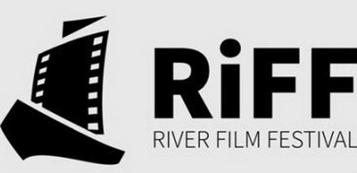 20年のリバー映画祭でのイランのショートパンツ2021枚